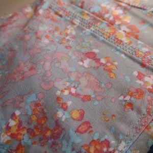Bandolino Shorts - Floral Skimmer Capri Pants Size 14